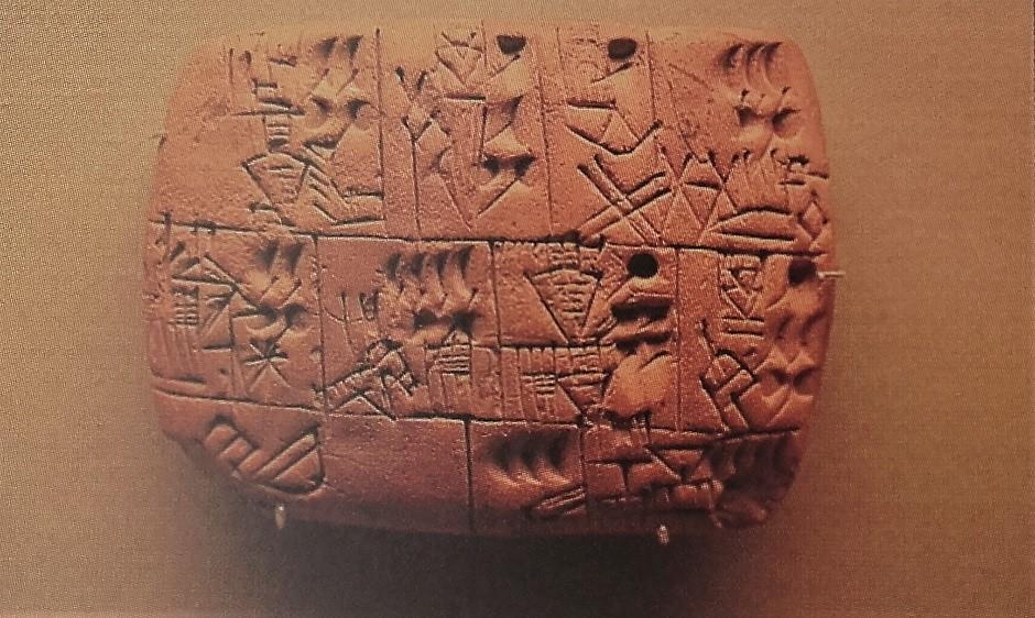 Tabla de arcilla sumeria que contiene los primeros escritos que mencionan a la cerveza.